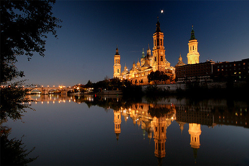 Moon over Zaragoza by ©haddock on Flickr.