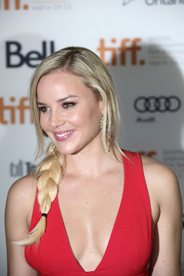 (Abbie Cornish Hot At Seven Psychopaths Premiere At Toronto Film Fest- 9 Pics)