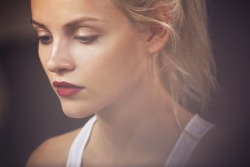 Burberry Prorsum Spring 2013 Backstage Beauty - Ginta Lapina
