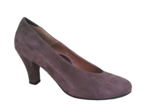 A true harmony of style and comfort, the women's Beautifeel Ruby pump adds elegance to any outfit.With comfort components like the fully leather-lined footbed and the anatomically contoured insole, the Ruby will make you feel as beautiful as you look. High-quality leather upper for soft yet durable style. Anatomically contoured insole with heel-to-toe support for all-day comfort. Flexible and durable latex sole is shock absorbent and slip-resistant. Heel Height: 2 3/4 ""