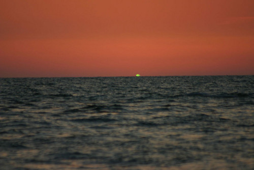 green flash by Genista on Flickr.