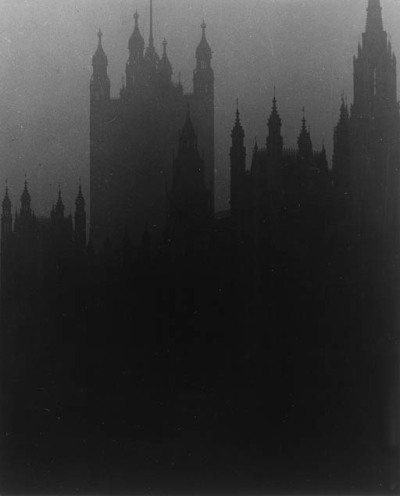varietas:  Bill Brandt: Blackout in London, House of Parliament, 1939.