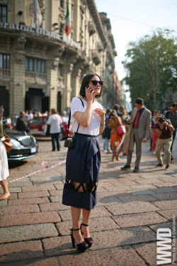 womensweardaily:  They Are Wearing: Milan Fashion Week  I AM LOVING THIS OUTFIT!