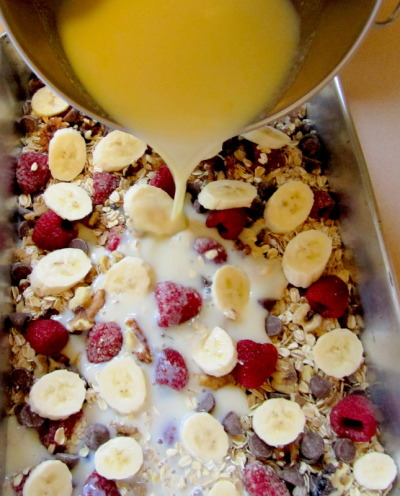berryhealthy:  Baked Oatmeal CasseroleTotal Time: 50 minutesServes: 6Ingredients2 cups gluten-free rolled oats1/3 cup brown sugar1 teaspoon baking powder1 teaspoon cinnamon1/2 teaspoon salt1 cup walnut pieces1 cup raspberries {any berries work}1/2 cup milk chocolate chips2 cups milk1 large egg3 tablespoons butter, melted1 tablespoon vanilla extract1 ripe banana, peeled, 1/2-inch slicesInstructions1. Preheat oven to 375°F and generously spray the inside of a 10-1/2 by 7 inch baking dish with cooking spray and place on a baking sheet.2. In a large bowl, mix together the oats, sugar, baking powder, cinnamon, salt, half the walnuts, half the strawberries and half the chocolate. (Save the other half of strawberries, walnuts and chocolate for the top of the oatmeal). In another large bowl, whisk together the milk, egg, butter and vanilla extract.3. Add the oat mixture to prepared baking dish. Arrange the remaining strawberries, walnuts and chocolate on top. Add the banana slices to the top then pour the milk mixture over everything. Gently shake the baking dish to help the milk mixture go throughout the oats. Bake 35 to 40 minutes or until the top is nicely golden brown and the milk mixture has set. For an extra tasty top, sprinkle a tablespoon or so of extra brown sugar.