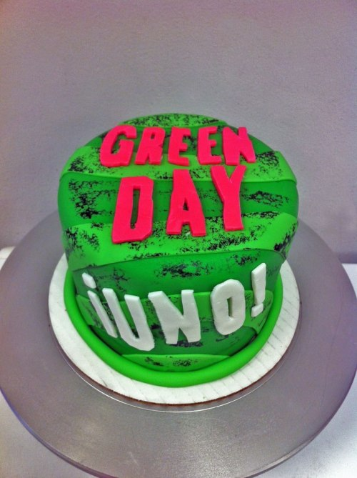 We got an order for an awesome Green Day themed birthday cake! The customer wanted it to look like their newest album, ¡Uno! This might be my favorite cake yet!