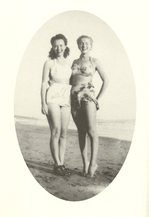 Marilyn Monroe and sister Berniece Miracle in 1946