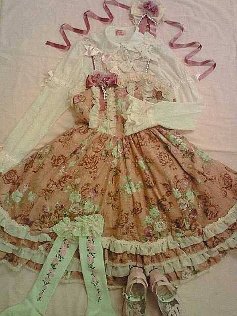 lolitahime:  Angelic Pretty's Classical Rose JSK
