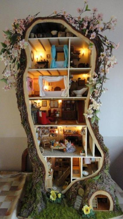 green-tea-and-pearls:  mayinthebluesky:  Miniature Mouse Tree House! via Vingle.net  oh my goodness this is just darling!