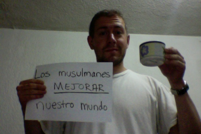 "<from Spanish> ""Muslims IMPROVE our world.""  We are so grateful for our Muslims brothers and sisters around the world!"