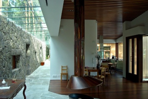 Really nice the hallway with the glass ceiling and the stone wall