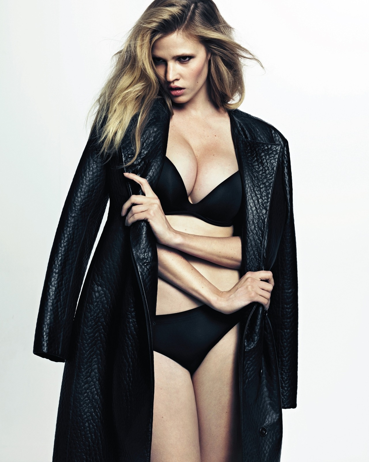 pussylequeer:  Lara Stone: Lara's Moment - Vogue Korea by Hong Jang Hyun, August 2012