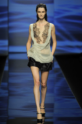 Alberta Ferretti Spring/Summer 2013 Ready-To-Wear Collection. Click here to view all our favorite picks from this collection.