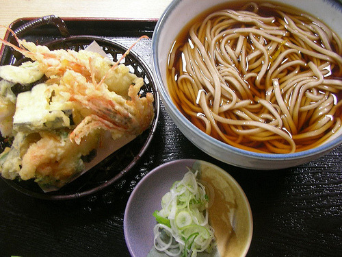 cravingsforfood:  Soba noodles with tempura.