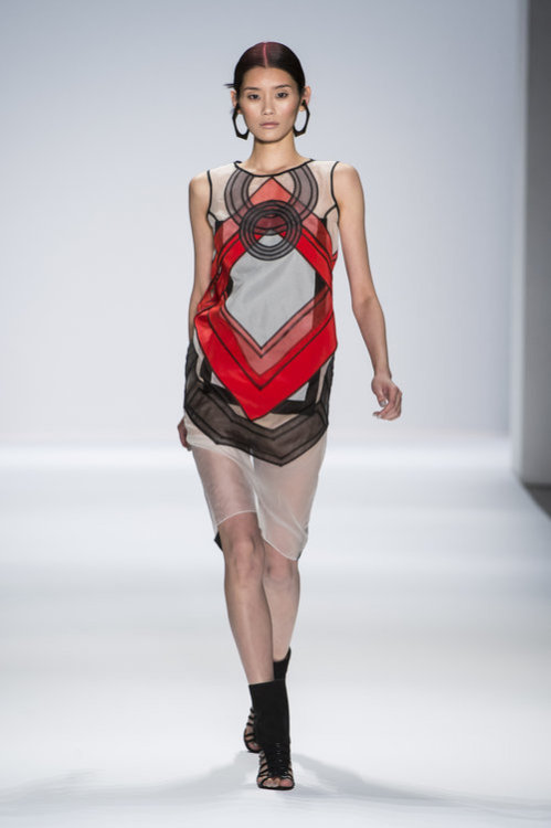 Vivienne Tam's sense for geometric shapes // At New York fashion Week // Big up to it //