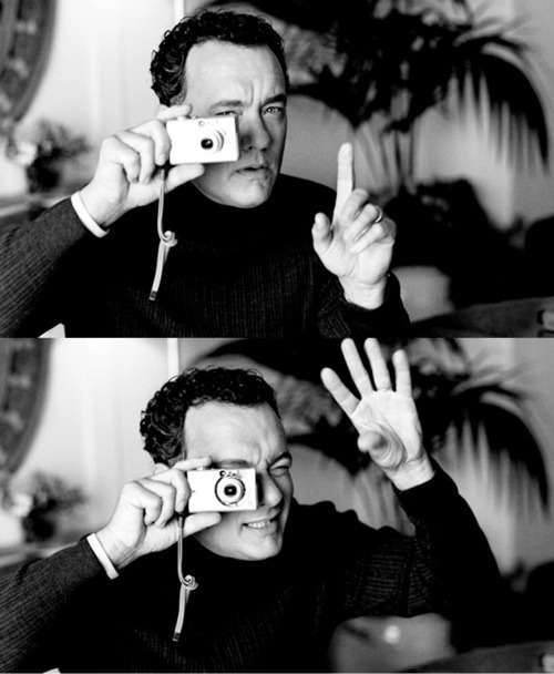 Tom Hanks with a compact digital camera - can anyone identify it or the photographer?
