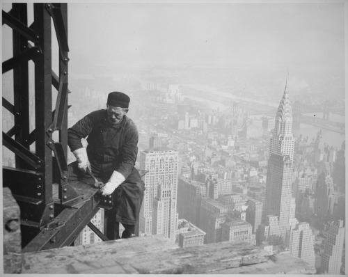 scanzen:  Workman on the Framework of the Empire State Building, 1936. Photographer: Lewis Hine. via U.S. National Archives/flickr