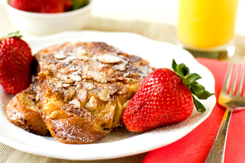 eatable-indulgence:  Cinnamon & Almond French Toast