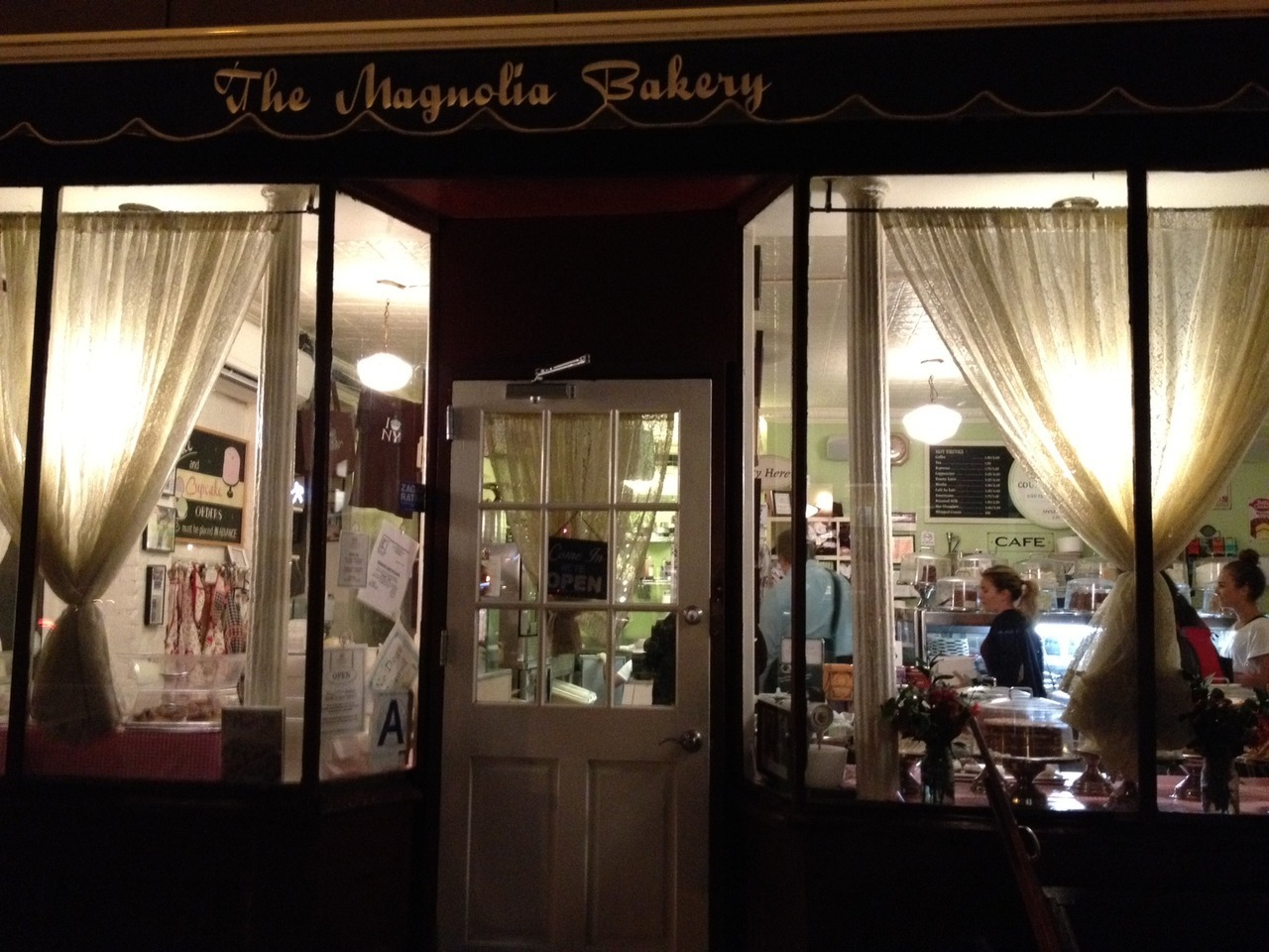Be still our beating hearts! A late night trip to the Magnolia Bakery: