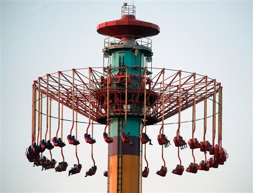 Malfunction strands amusement park riders 300 feet in air for hours (Photo: Rod Veal / AP) BUENA PARK, Calif. — Nearly two dozen riders were safely returned to the ground Wednesday night after having been stranded hundreds of feet in the air for more than three hours on a ride at Knotts Berry Farm amusement park. Read the complete story.