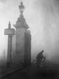 Cyclist tries to find his way through thick fog at London's Hyde Park Corner, 25 October 1938