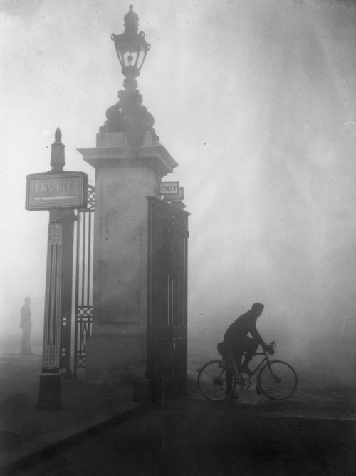 Pea Souper Cyclist tries to find his way through thick fog at London's Hyde Park corner, october 25, 1938. Fog like this is known by the nick-name pea soup or a pea souper. Thanks to m3zzaluna