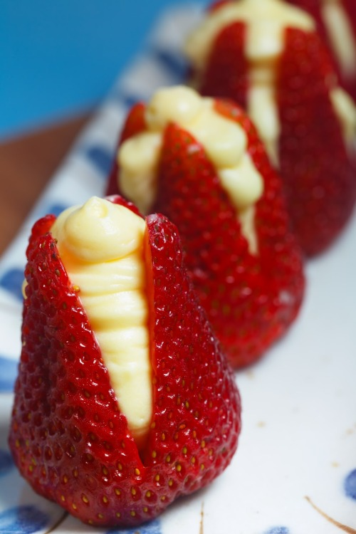 fattiesdelight:  Strawberries Filled with Almond Cream