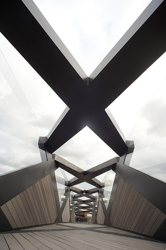 n-architektur:  Weave Bridge Philadelphia Architect: Cecil Balmond/Amman and Whitney Structural Engineer: Arup Advanced Geometry Unit photo: Albert Yee