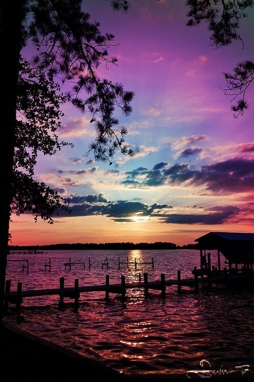 Gorgeous….the end of another day at the lakehouse , via pinterest