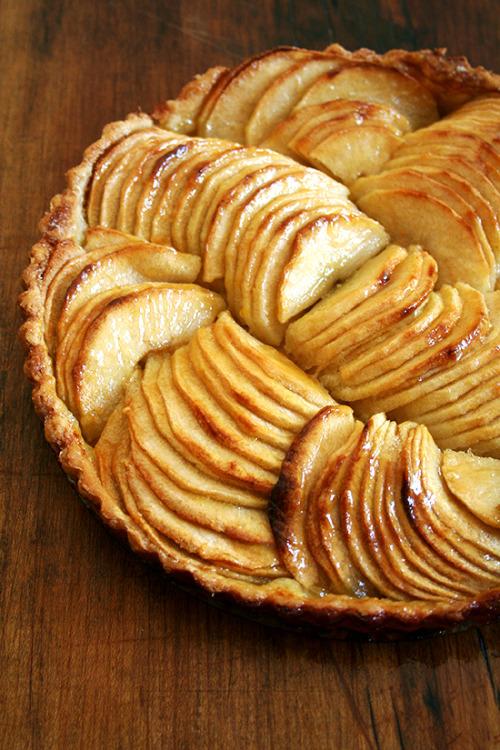 kiyoaki:  (vía French Apple Tart & Cinnamon Snails | alexandra's kitchen)