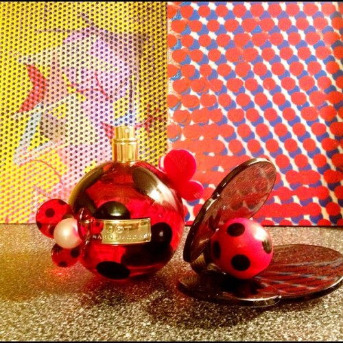 Check out this new perfume by Marc Jacobs called DOT and @owvbics new dot paintings… What's trending here? #Dot #marcjacobs #www.marcjacobs.com #perfume #trending #art #paintings @marcjacobsfragrances (Taken with Instagram)