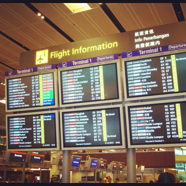 Flight information board, which is u'r flight? #singapore #changi #airport #terminal1 #flightinformation #night #bepopular #primeshots  #fotographiaunited #whyisthisnotphotooftheday #awesomeshots #bestshots #iphonesia #igersworldwide #jj #wegramaustralia #wegramsingapore #igersingapore #instahub #instagood #instagram #instamood #instatravel  (Taken with Instagram)