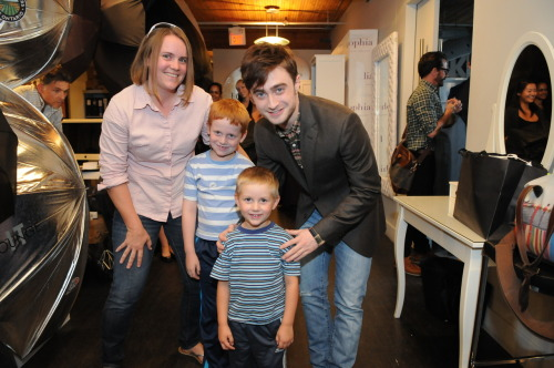 Daniel Radcliffe poses with tiny fans at #NKPRIT12
