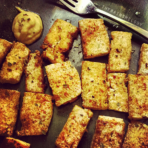 Just something I whipped up for lunch last week. Super tasty tofu <3
