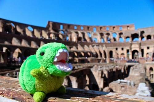 KEY-REX THE (TERRIFYING) GLADIATOR VISITS THE COLOSSEUM