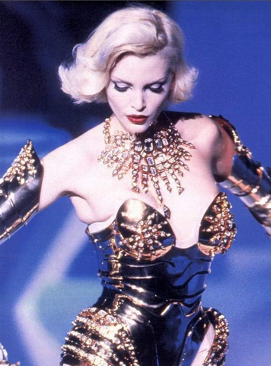 80s-90s-supermodels:  Thierry Mugler, early 90sModel : Nadja Auermann