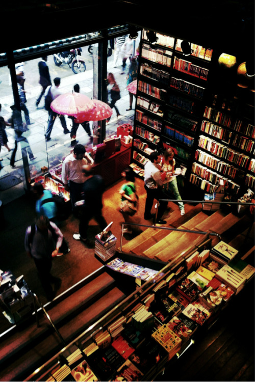flavsparadise:  Bookstores are always a world of beauty