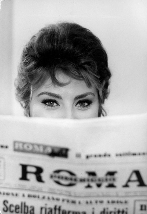 good news Sophia Loren by Alfred Eisenstaedt