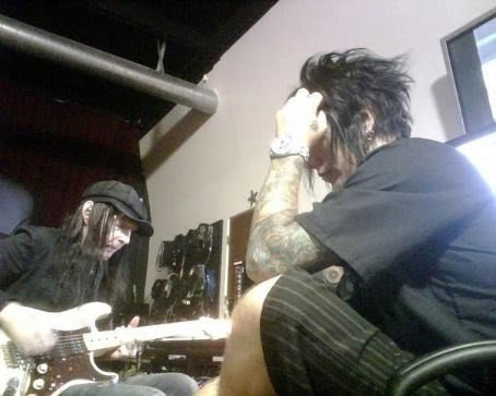 mickfrommars:  Mick and DJ Ashba, Just Chilllliiin. :)