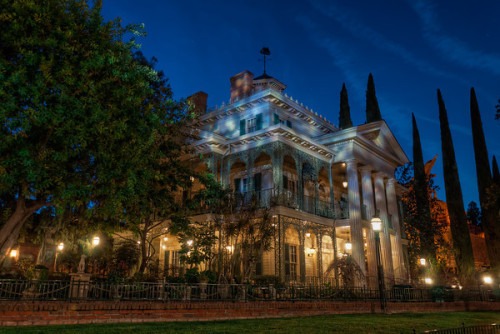 An Evening at the Haunted Mansion Even though the Haunted Mansion in this state is not a part of Halloween Time at Disneyland, Halloween would not be complete without giving it a well deserved nod. This home for happy haunts is one of the first things I think of this time of year and I find myself wishing… Read more here at Tours Departing Daily