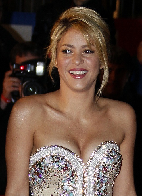 "Will Shakira's due date and ""The Voice"" debut collide?  Find out at Fashion & Style!"