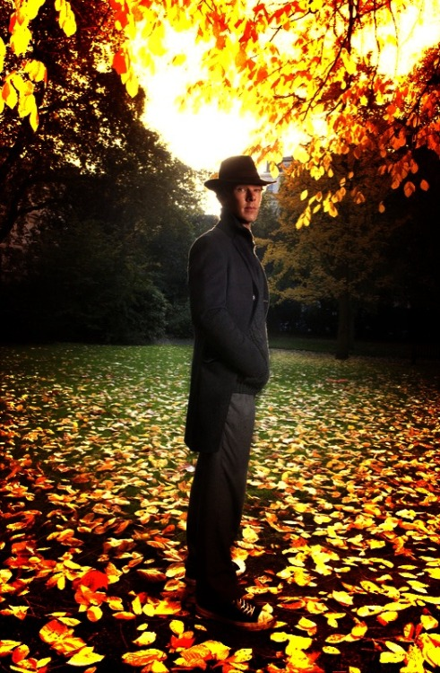 ladyavenal:  ijustwanttolickhisface:  hiddlescumberorgasm:  AUTUMN IS COMING! :)
