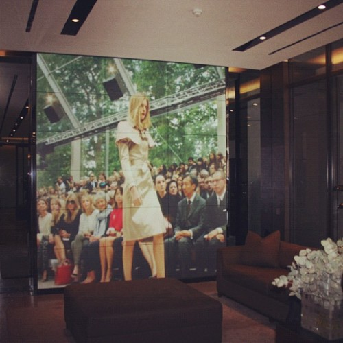 Watching the S/S 13 show all over again whilst waiting in the lobby at Burberry HQ yesterday afternoon.(Taken with Instagram at Burberry Global Headquarters.)