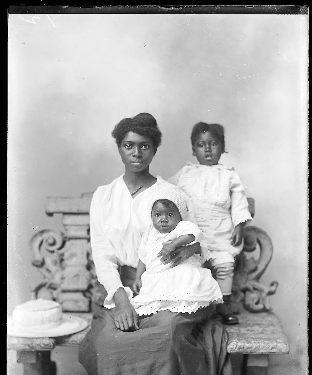 blackmanonthemoon:  A unidentified black woman and her children