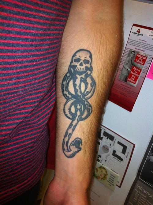 fuckyeahtattoos:  Summon the Dark Lordlovesongformichigan.tumblr.com  Yer Cheat'n Heart (Hermosa Beach, CA)