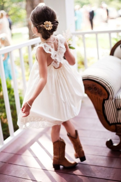 smilininsideandout:  Cutest flower girl outfit, so cute!