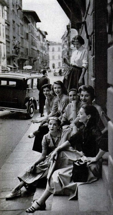 Off-duty models, Italy, 1950s
