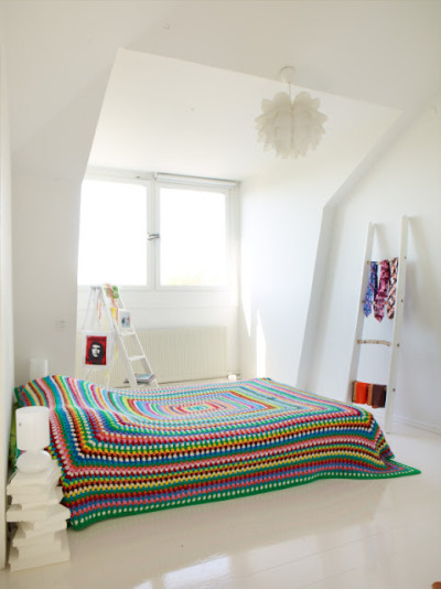 podkins:  'Crochet in the home' pic via the Sanna & Sania blog (which, although not in English, is stunning!)