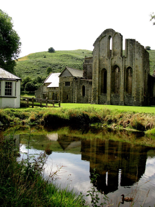 ukimages:  Valle Crucis - From the Pond 1 (by loscuadernosdejulia) Llantysilio, Wales