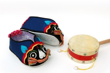 Traditional chinese children footwear with tigers. So cute ;___;