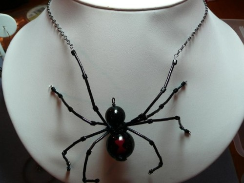 gothetsyfinds:  Black Widow Spider necklace $30 http://www.etsy.com/shop/Mystikal1981